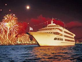 大晦日は船上で!大迫力の花火と年越しを
