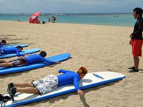 今年の夏はハワイで初サーフィンに挑戦