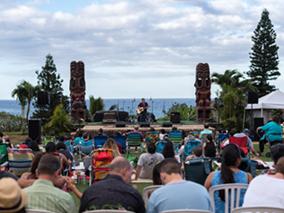 海のテーマパークで特別野外コンサート