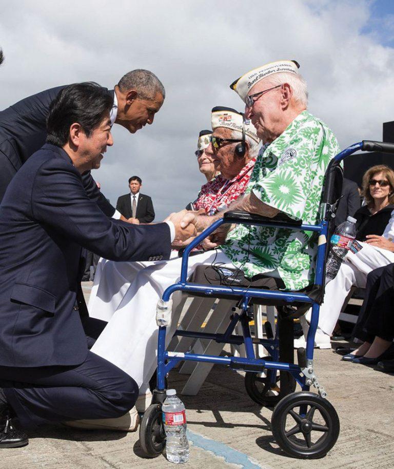 安倍首相・オバマ大統領と握手