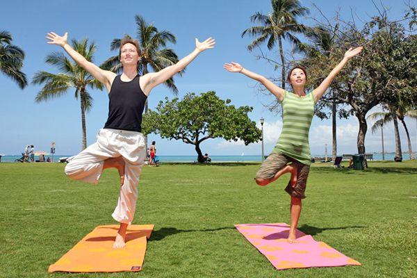 ハワイで楽しむ早朝ヨガ。