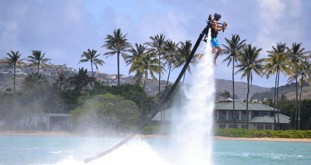 ハワイの海上を飛ぶ?!