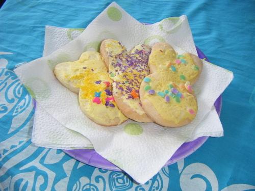 誰が作ったかな?カラフルうさぎ型クッキー