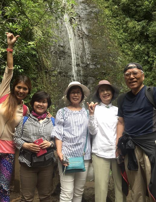 マノアの滝ハイキングツアー