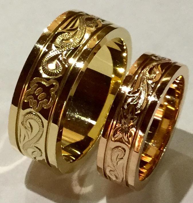 手彫りの彫刻が活きるゴールドリング