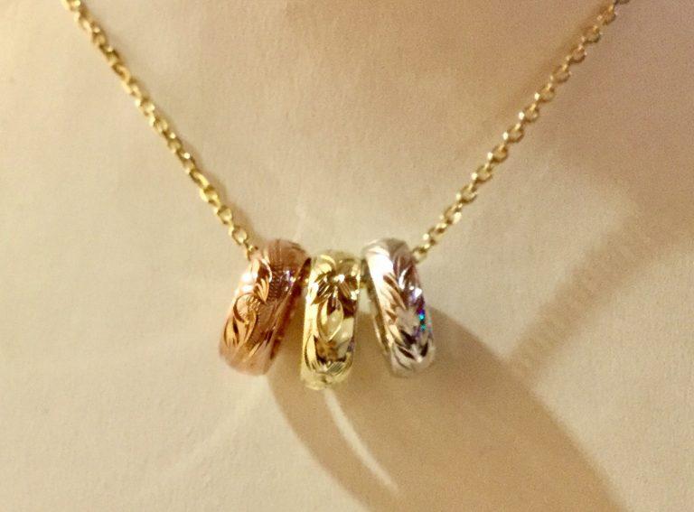 三色のサークルが輝くゴールドペンダント