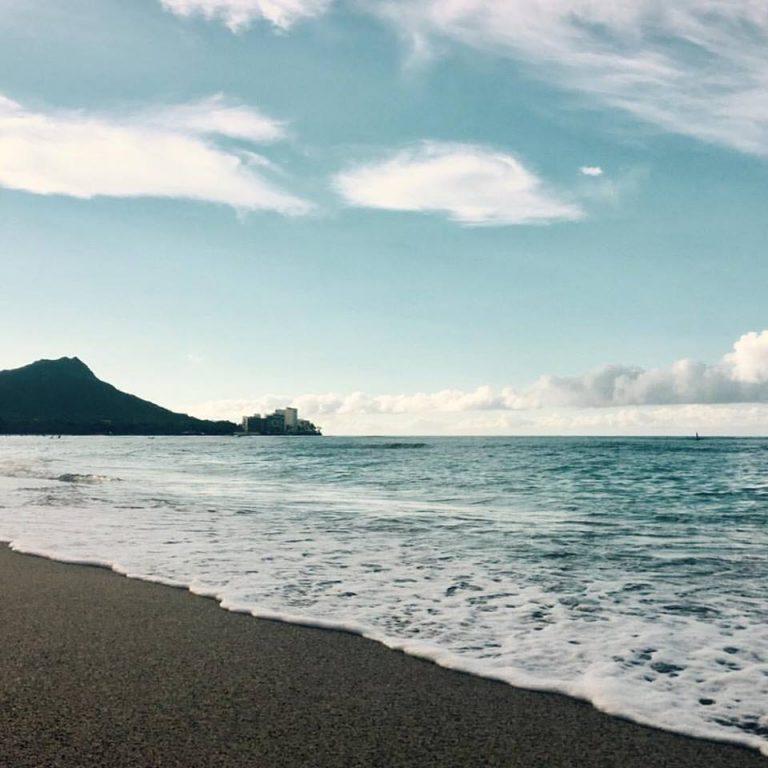ハワイならではのビーチヨガ♪