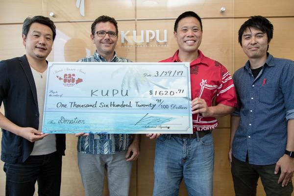 111ハワイで 第2回目の寄付金を贈呈