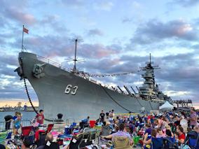 貴重な戦艦で楽しむ夏季恒例ピクニック