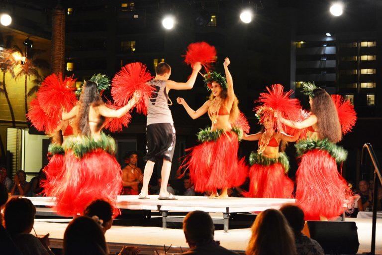 ハワイを楽しむならルアウショーがオススメ