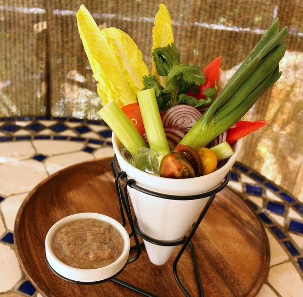 ハワイの野菜を食べながらヘルシーに飲む!ジーニアスラウンジ