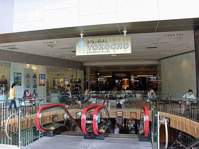 場所はワイキキ・ショッピング・プラザの地下1階