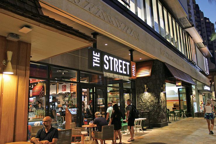 ワイキキに登場の新感覚フードコート「THE STREET」
