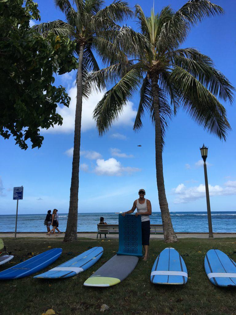 ワイキキビーチでサーフィン?ヨガ?どっちも楽しい!