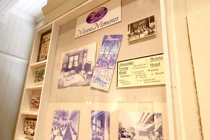 往年をしのぶ写真や新聞記事などが展示されています