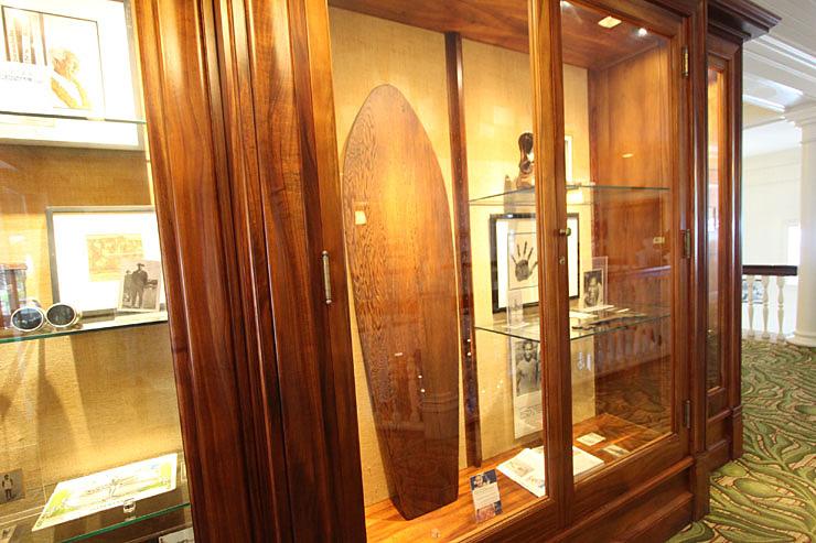 伝説のサーファー、デューク・カハナモクのサーフボード