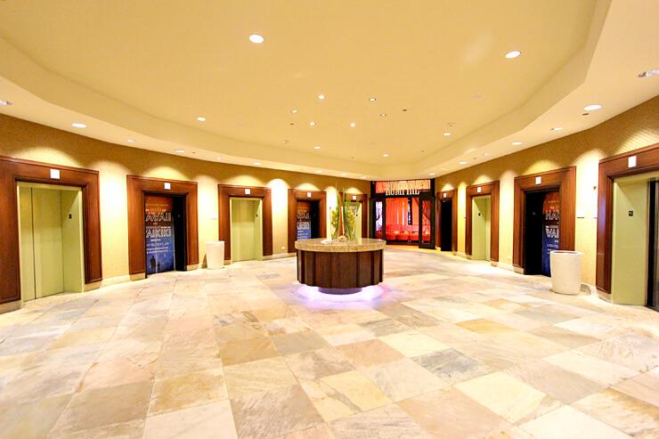 広々としたエレベーターホール