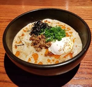 深夜限定!オアフ島、ワイマナロ産の新鮮卵の坦々うどん登場!!