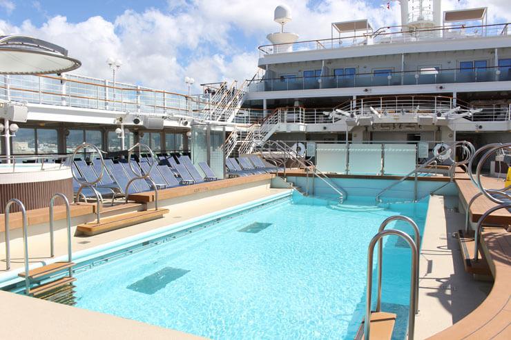 サウスビーチ・プール。船が揺れたら水がこぼれないのでしょうか??
