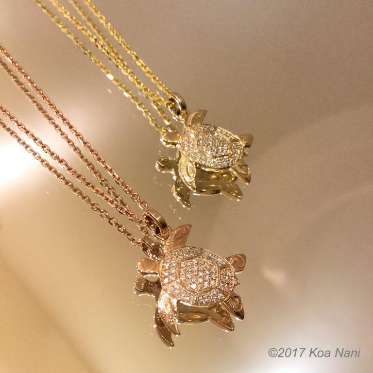 パヴェダイアモンドが輝く、ゴールドホヌペンダント