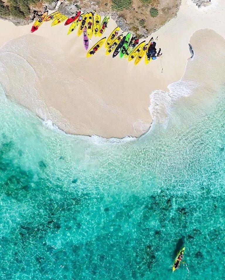 カヤックで無人島まで海上散歩。