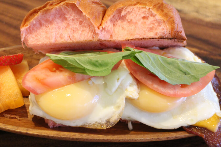 スモークベーコン&エッグサンドイッチ