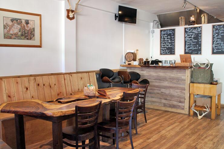 ジビエ料理も味わえるカカアコの新カフェレストラン