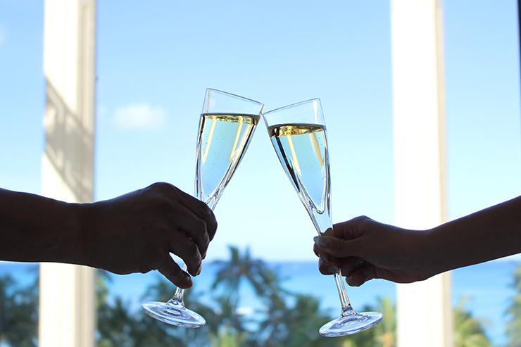 マッサージを堪能した後はシャンパンで乾杯