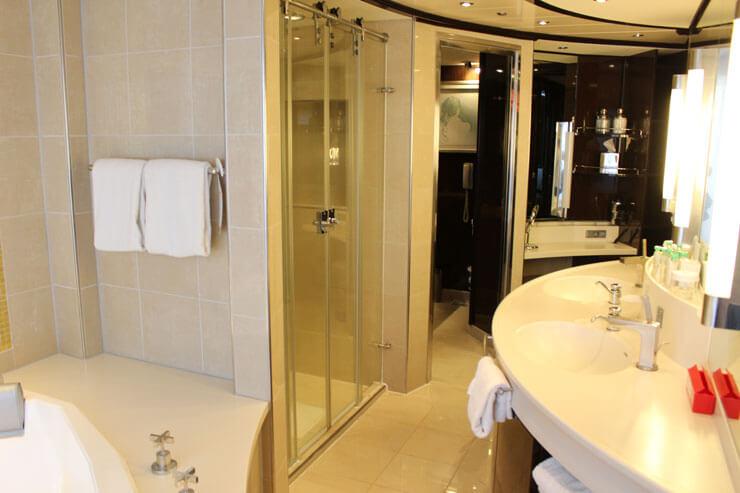バスルームも広くて豪華!