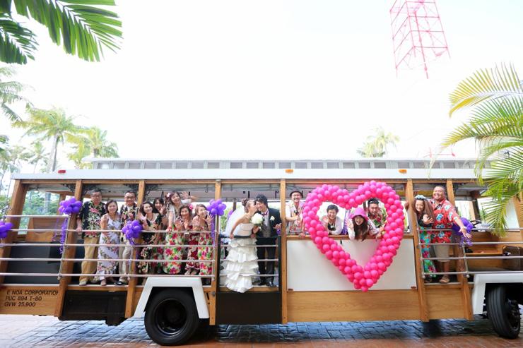 ハワイ挙式送迎はユニークなトロリーバスが便利