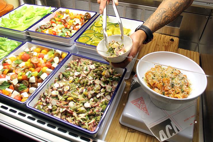アダムズ・ナナ・ルーのサラダも数種類から選べます。