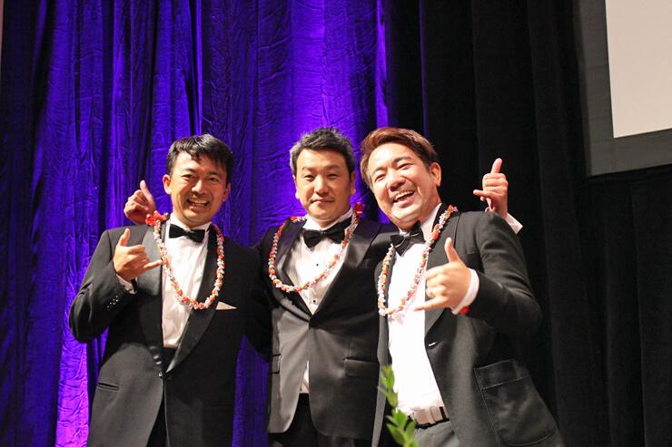 111ハワイ・アワードの実行委員(左から)、ハワイ報知の吉田社長、クラレンス・リー・デザインの山本代表、TMS HAWAII CEOの岩瀬さん。