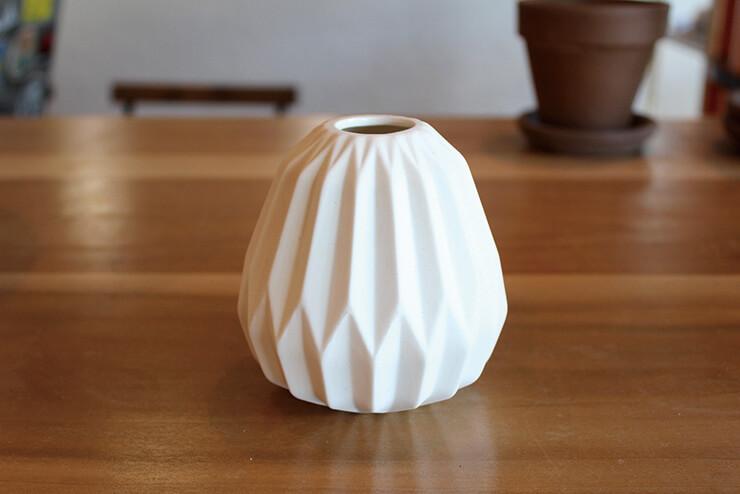 シンプルな陶器はプレゼントにも。持ち帰り用に梱包してくれる