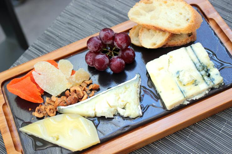 チーズプラッター($10)