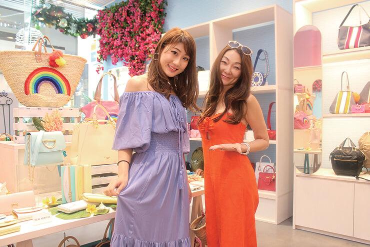 ハワイ店の制服はGilliaのドレスで、オリジナルでデザインしてもらったんですよ~。