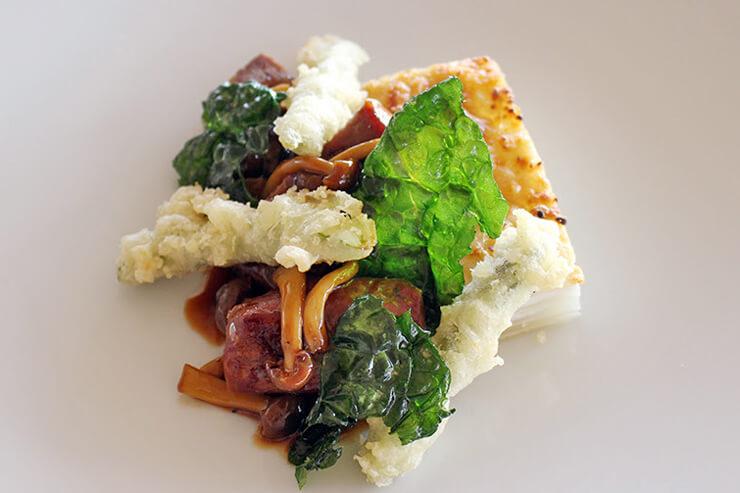 アントレ:プライム・ストリップロインとトリュフ焼きソース アスパラガスの天ぷらを添えて