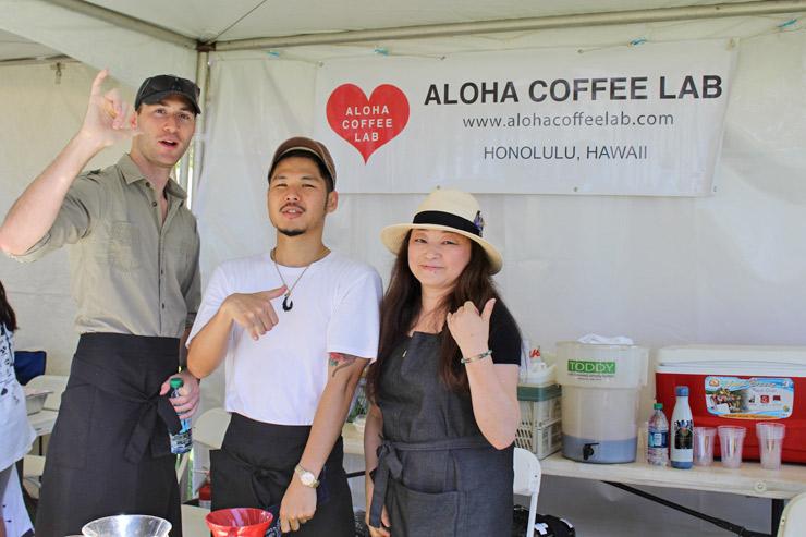 アロハコーヒーラボも、おいしいコーヒーを販売していました。真夏みたいな暑さの中で飲んだアイスコーヒー、体に染み渡る美味しさでした〜。