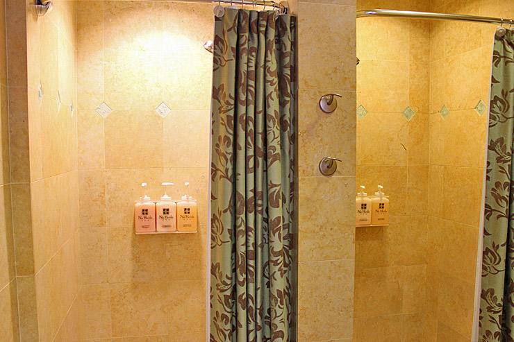 施術前や後に自由に使えるシャワーやドライサウナもありましたよ。