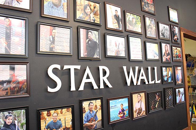 コアロハを愛するアーティストたちがずらりと並んだ壁は一見の価値あり。
