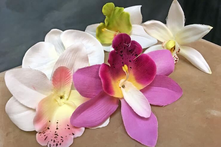 ヘア&メイクの予約でお花の髪飾りをプレゼント