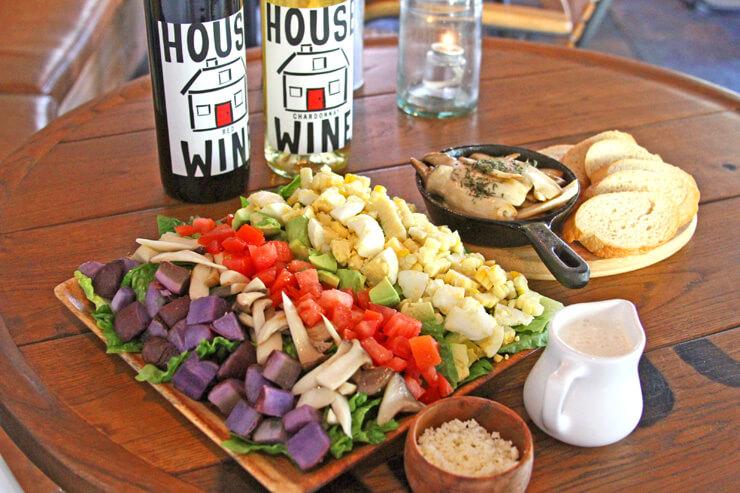 グーフィー・カフェ&ダインのアイランドコブサラダはボリュームたっぷり
