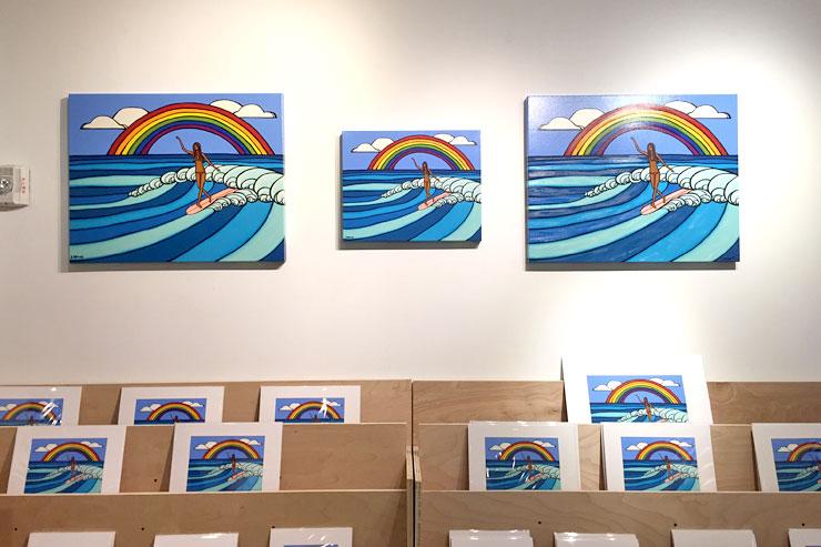 「RAINBOW SURF」の大小キャンバスプリントは数量限定