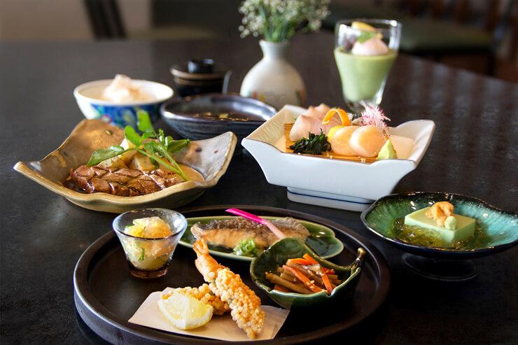 お魚もお肉も!絶景和食店の限定懐石料理