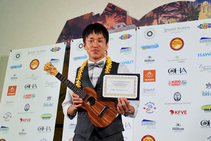 インターナショナル・アルバム審査員特別賞を受賞したのは、日本人のHOOK(福原直樹)さん