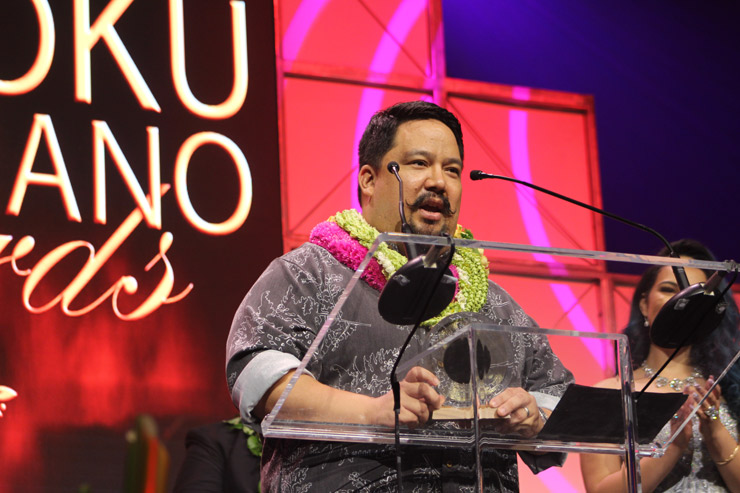 最優秀ハワイアン音楽シングル賞を受賞した、チャド・タカツギ。