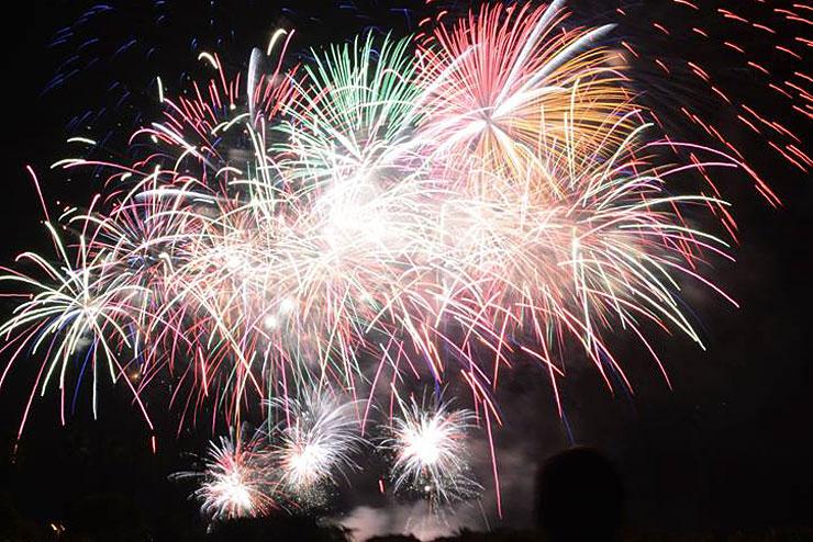 盛大な花火も楽しい7月のハワイ!今月の旬&見所は?