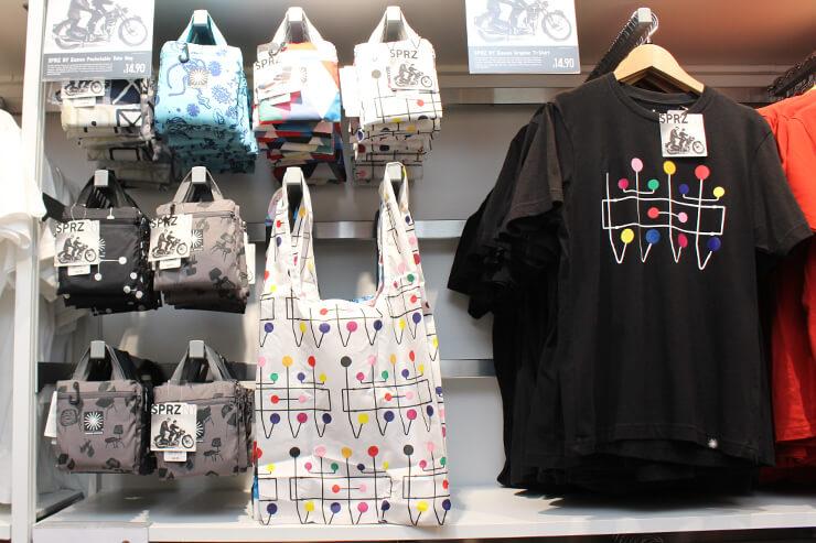 20世紀のデザイン界の巨匠、「チャールズ・イームズ&レイ・イームズ」 デザインのエコバッグもありました