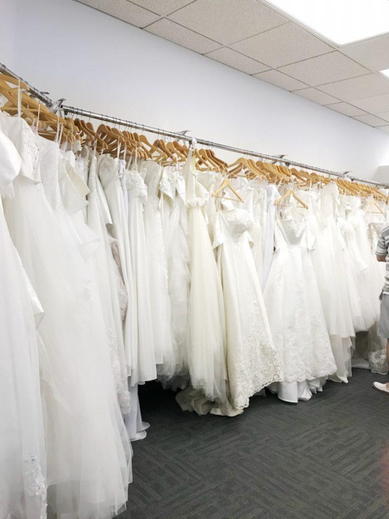 現地ハワイで選べるドレスたち!