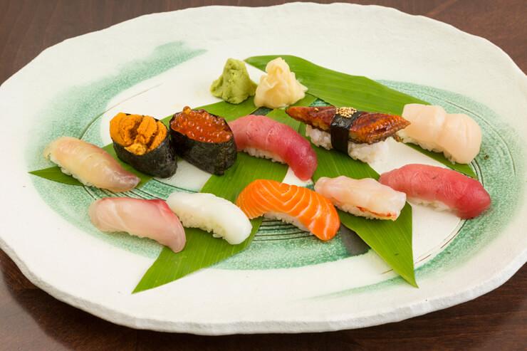 ルームサービスのメニューも充実「握り寿司セット」