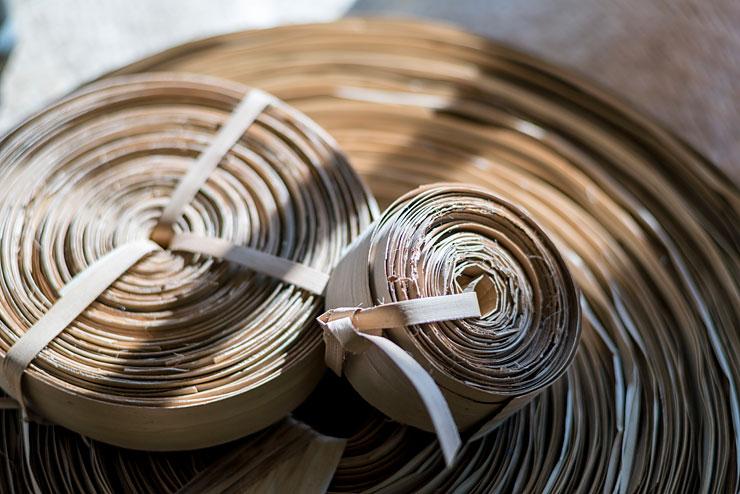 編み込む前のラウハラ素材のロール